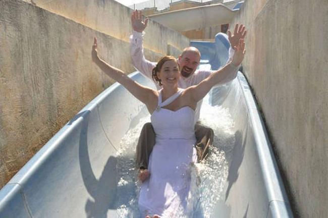 Đám cưới thì cũng phải vui chơi cho đã.