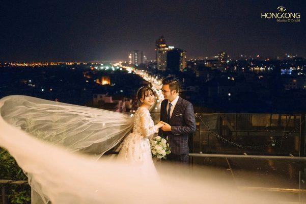 Chụp ảnh cưới trên sân thượng nhà cao ốc