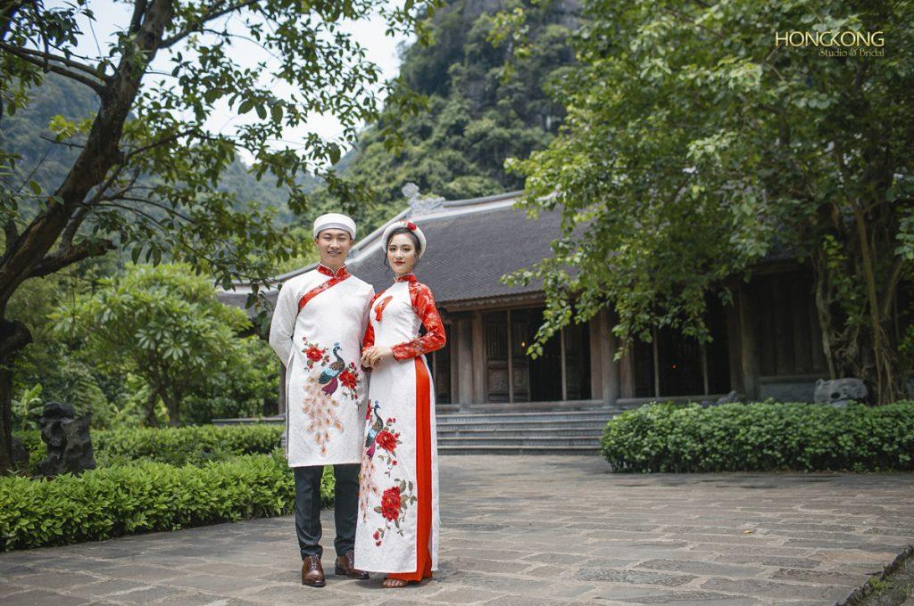 Ảnh 16 Hành Cung Vũ Lâm ở đối diện Thủy Đình là nơi rất đẹp để tạo dáng với áo dài
