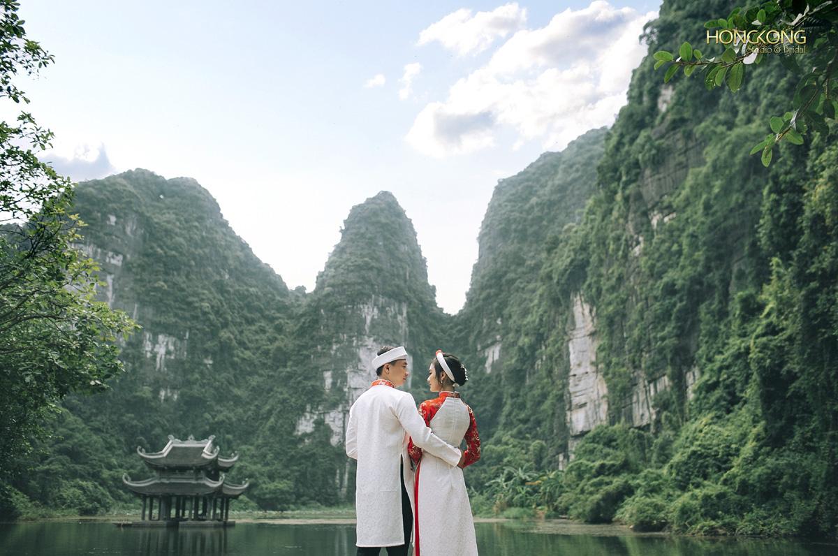 Ảnh 18 Đứng từ Hành Cung Vũ Lâm chụp lấy Thủy Đình và dãy núi đại bàng làm hậu cảnh cũng tạo nên những bức ảnh rất đẹp
