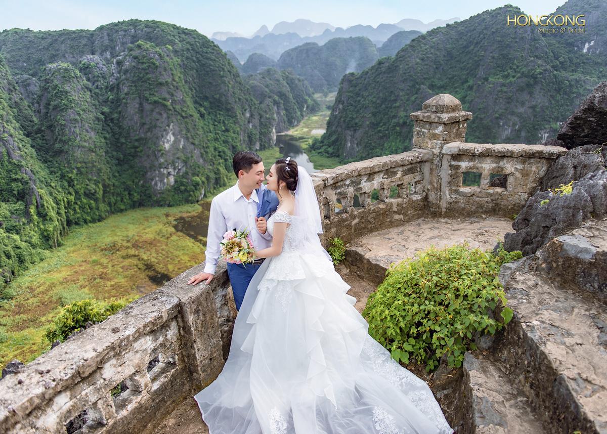 Ảnh 3 Đứng trên đỉnh Hang Múa cô dâu - chú rể sẽ có những bức ảnh đẹp mê hồn với khung cảnh hùng vĩ của Tam Cốc