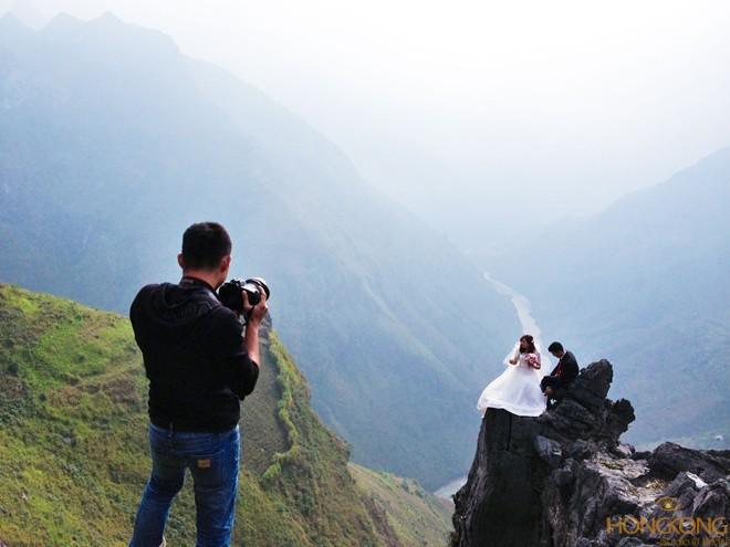 chụp ảnh cưới mạo hiểm
