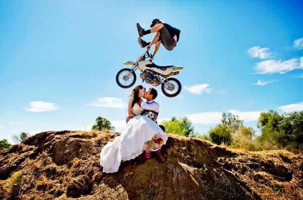 xu hướng chụp ảnh cưới mạo hiểm