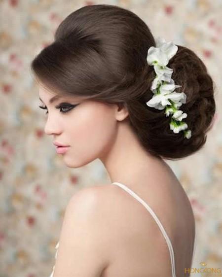 hoa tươi cài tóc cô dâu