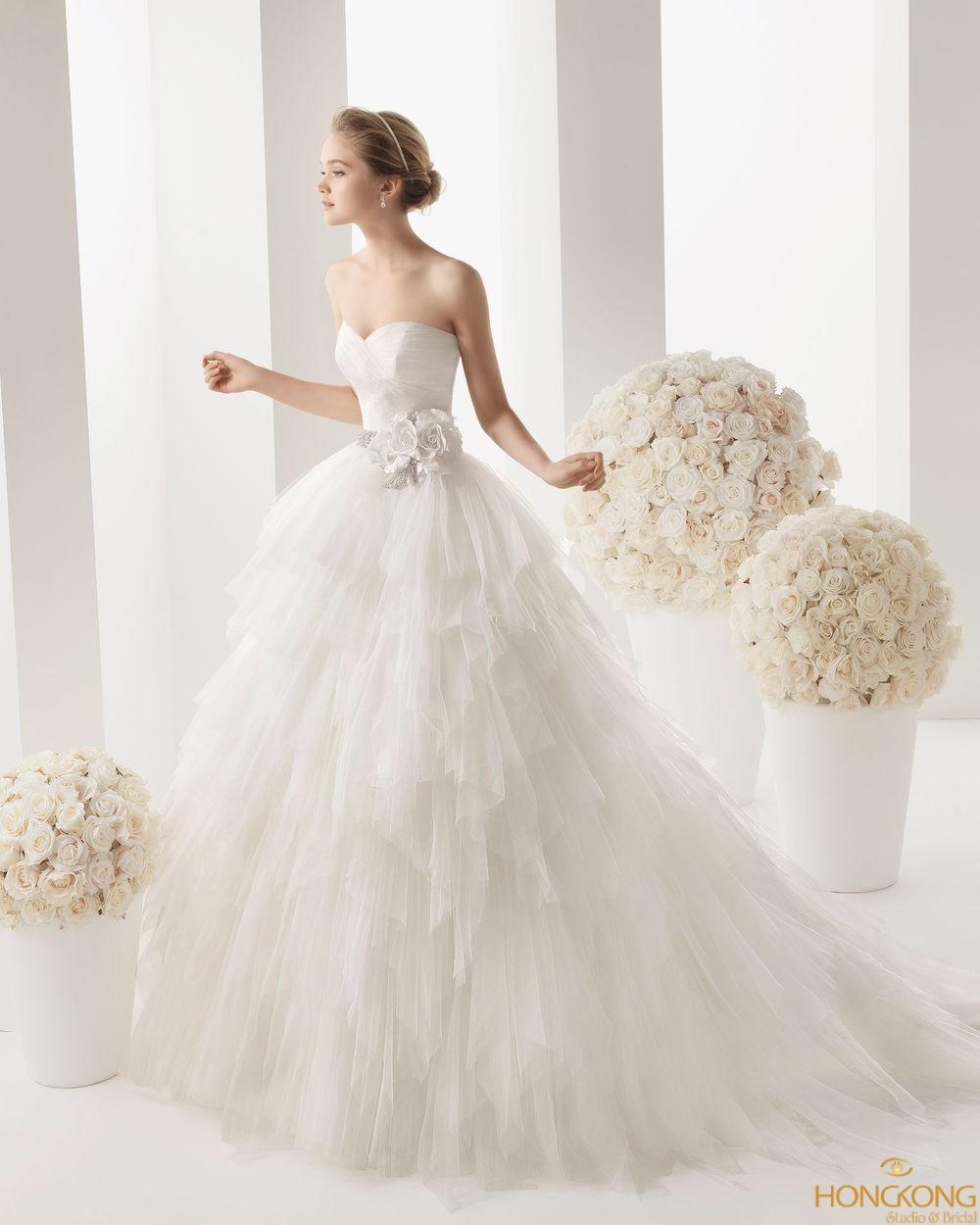 quảng cáo váy cưới