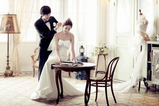 thay doi dang chụp ảnh cưới
